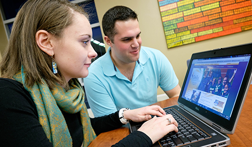 Online Nursing Students Browse the SUNY Delhi website