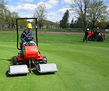 Student manages turf at golf course