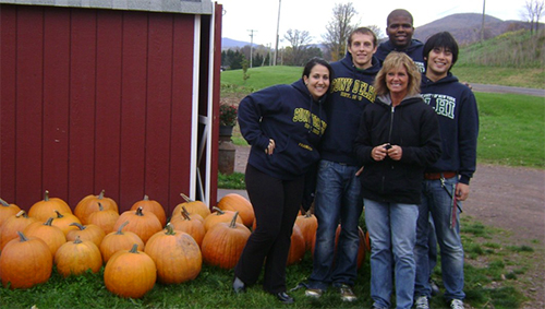 Peer Educators and Staff visit a local farm